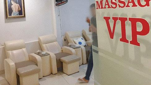 NÓNG: TP.HCM dừng hoạt động cơ sở massage, xông hơi, rạp chiếu phim, quán game từ 18h hôm nay