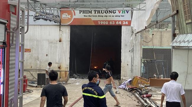 TP.HCM: Cháy phim trường ở quận 12, nhiều người chạy loạn
