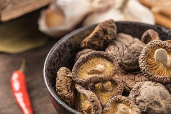 Khi mua nấm hương khô, người biết sẽ nhìn vào 6 điểm này để chọn, chủ cửa hàng đồ khô cũng phải thán phục-2