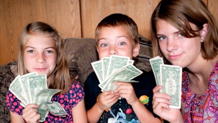 Dạy con cách tiêu tiền thông minh theo từng lứa tuổi