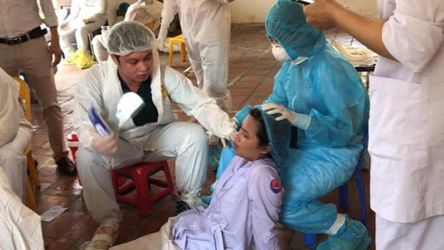 Y, bác sĩ Bắc Ninh mất nước, ngất xỉu vì kiệt sức