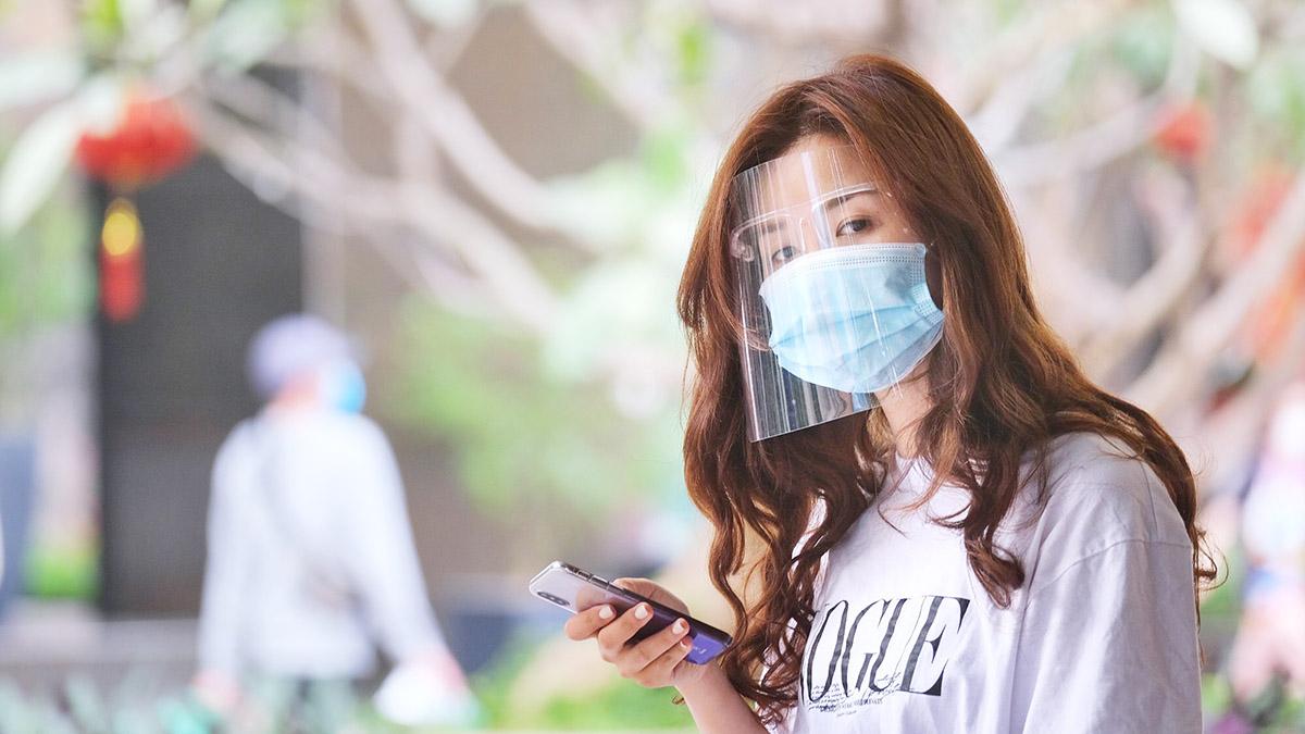 Virus lây qua không khí, đeo khẩu trang thế nào để giảm nguy cơ?