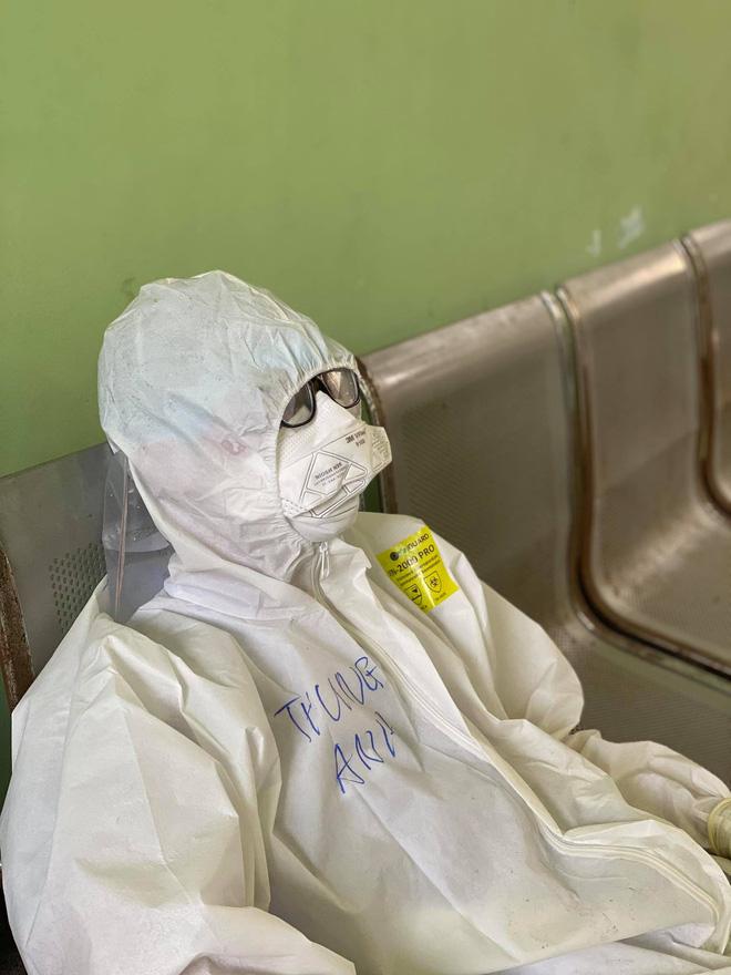 Nam sinh 20 tuổi ngất xỉu khi lấy mẫu xét nghiệm trong thời tiết 40 độ ở Bắc Giang: Mình ngồi xuống định nghỉ một lúc thì sau đó không biết gì nữa...-3