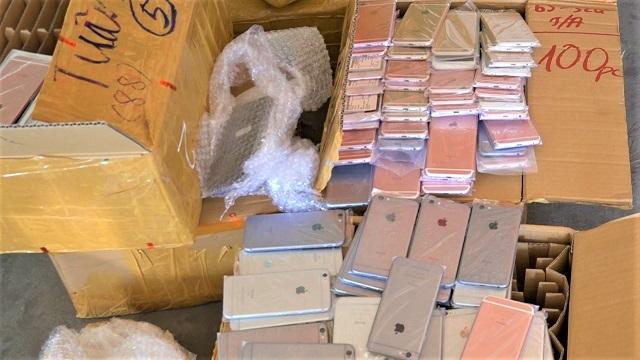 Bắt 5 thùng điện thoại trị giá hàng tỉ đồng trên tàu từ TP HCM ra Hà Nội
