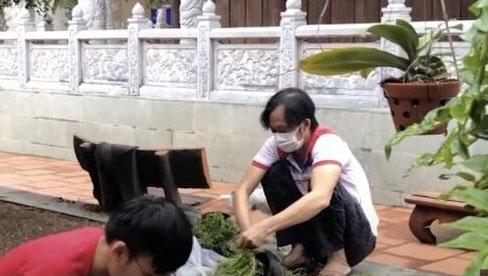 Hoài Linh xuất hiện với dáng vẻ gầy gò giữa lúc vướng ồn ào từ thiện