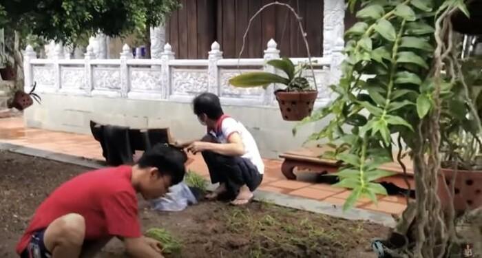 Hoài Linh xuất hiện với dáng vẻ gầy gò giữa lúc vướng ồn ào từ thiện-2