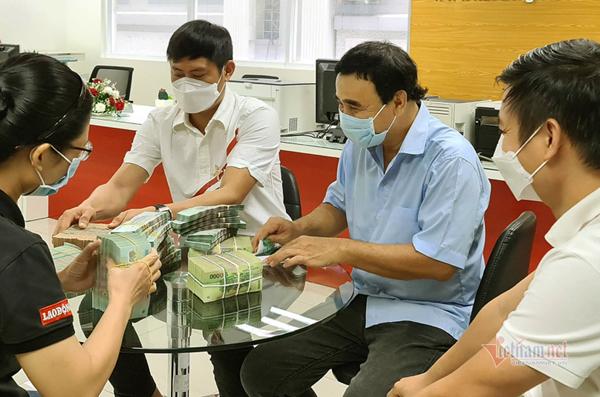 MC Quyền Linh tiếp tục ủng hộ 2,2 tỷ cho quỹ vắc xin-1