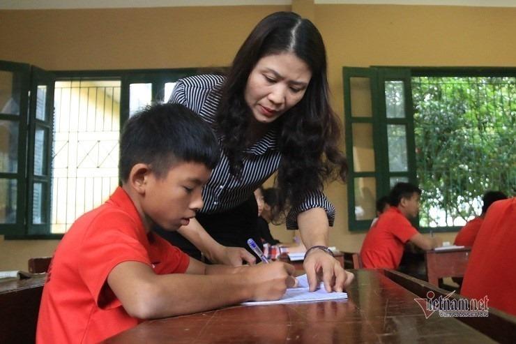 Ba tháng giáo viên chao đảo vì chứng chỉ chức danh-1