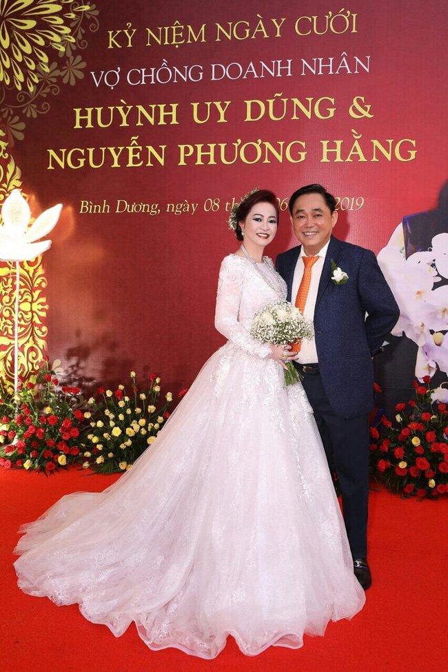 """Bà Nguyễn Phương Hằng tuyên bố sẵn sàng ly hôn ông Dũng lò vôi""""!-1"""