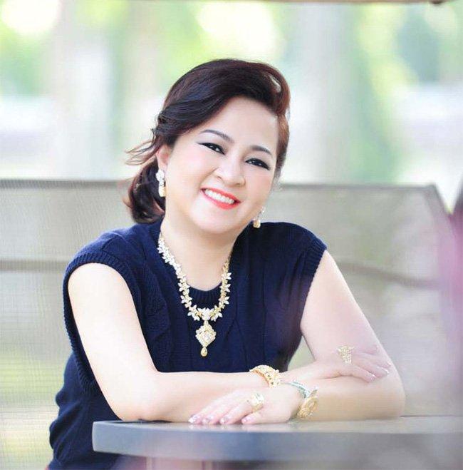 """Bà Nguyễn Phương Hằng tuyên bố sẵn sàng ly hôn ông Dũng lò vôi""""!-2"""