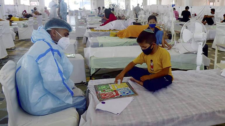 Covid-19: Ấn Độ giảm mạnh ca nhiễm mới, Hong Kong tiêm cho trẻ trên 12 tuổi