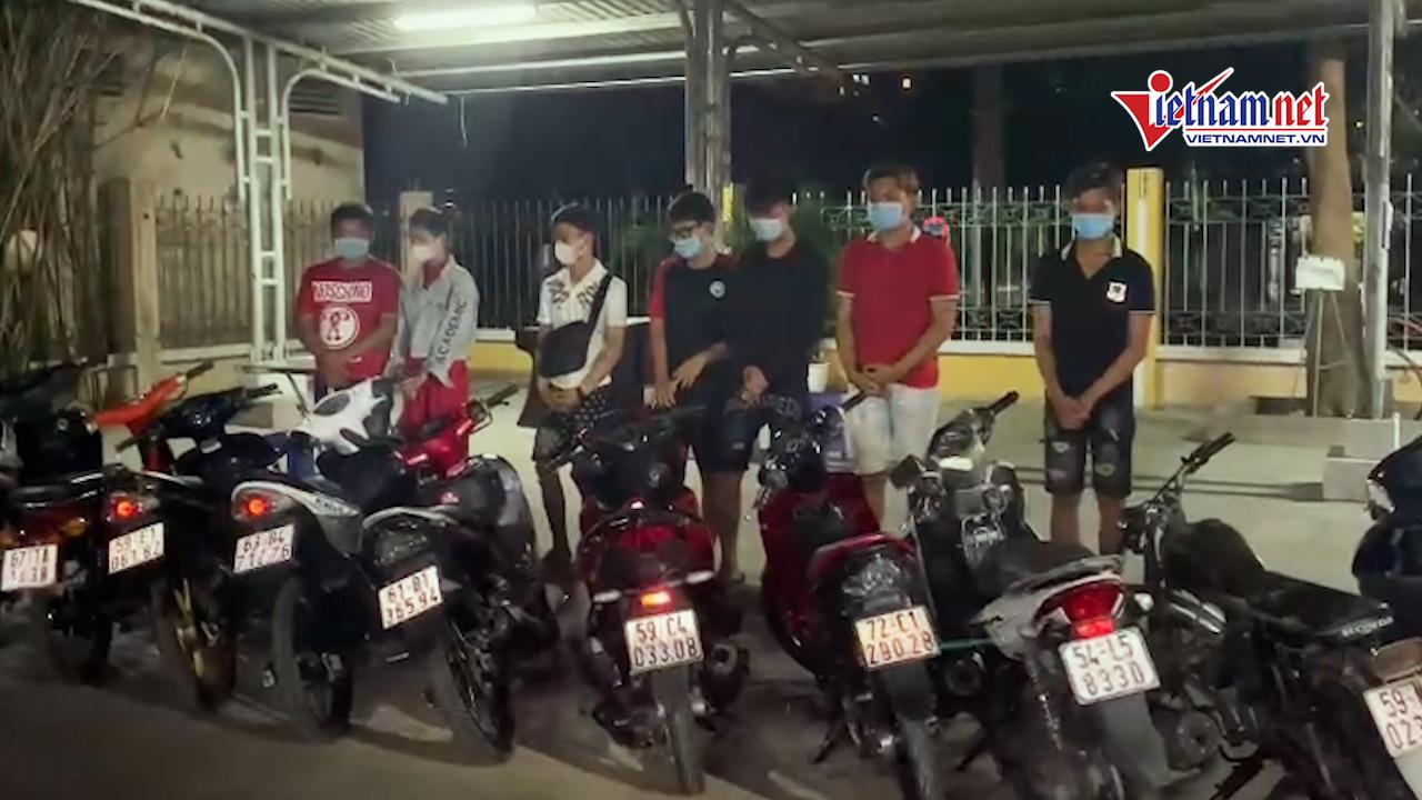 Bị CSGT vây bắt, hàng chục 'quái xế' vứt xe chạy tán loạn vẫn không thoát