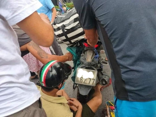 Mặc áo chống nắng đi xe máy, người phụ nữ mang bầu gặp tai nạn kinh hoàng: Lời cảnh tỉnh cho chị em mỗi khi ra đường vào mùa hè-1