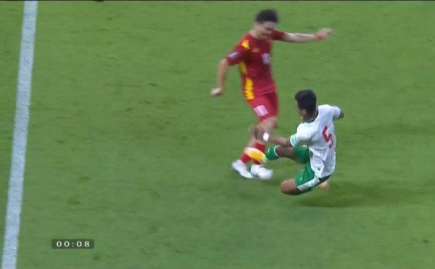 Xem trận Việt Nam VS Indonesia, muốn hét thất thanh giữa đêm: Đá bóng hay đá người?-1