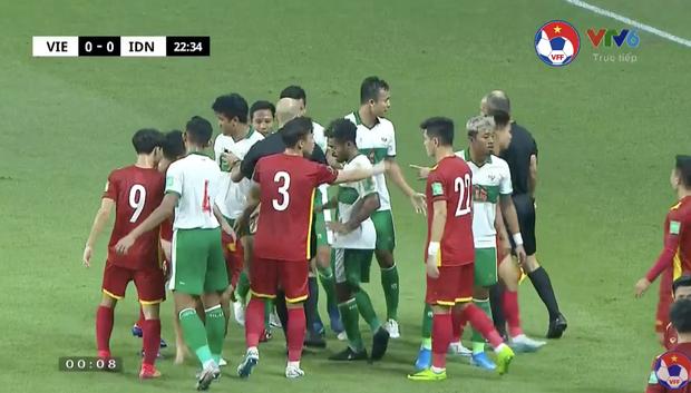 Xem trận Việt Nam VS Indonesia, muốn hét thất thanh giữa đêm: Đá bóng hay đá người?-3