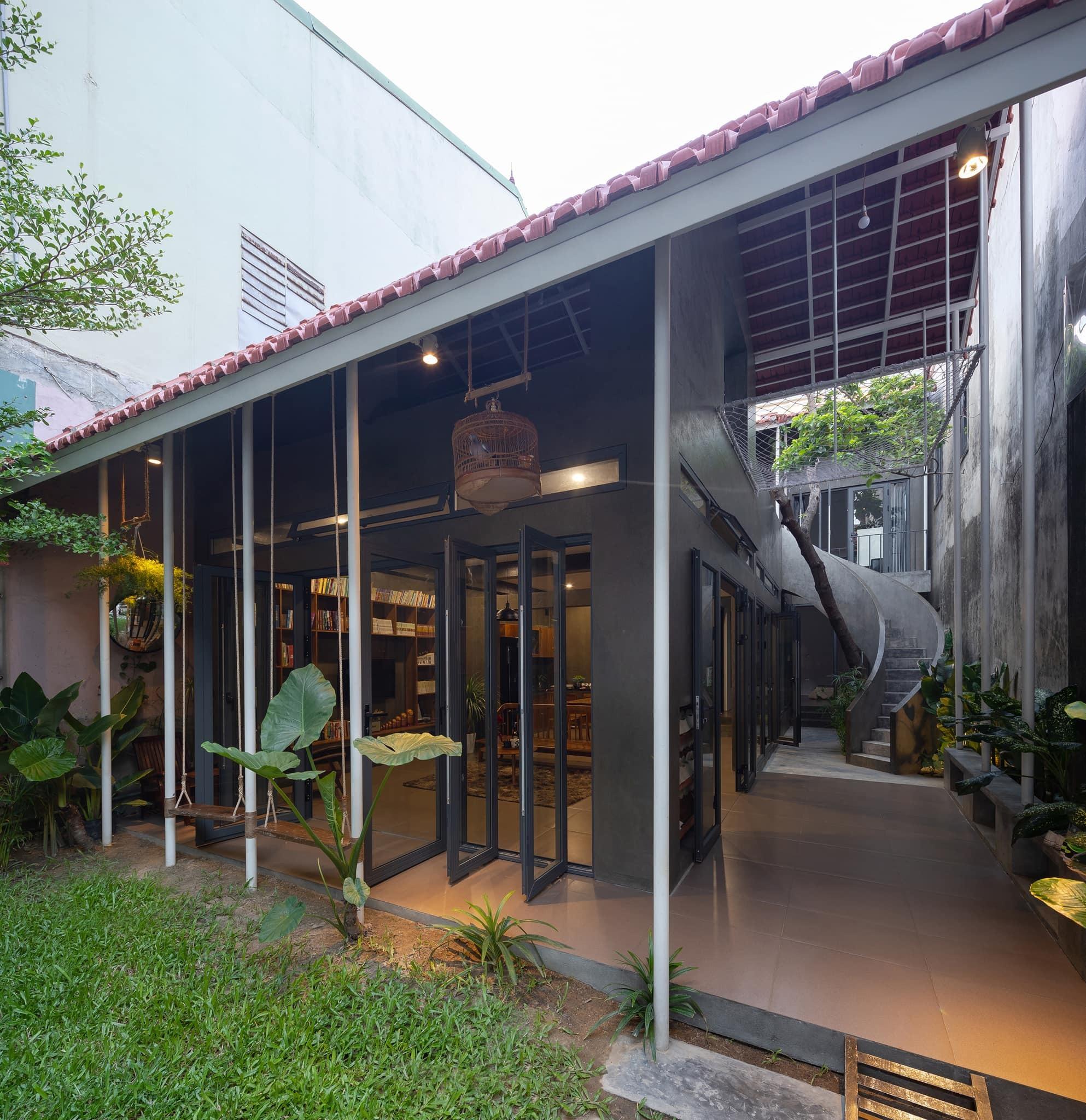 Ngôi nhà trát xi măng, xây hết 800 triệu đồng của nhiếp ảnh gia Nghệ An-11