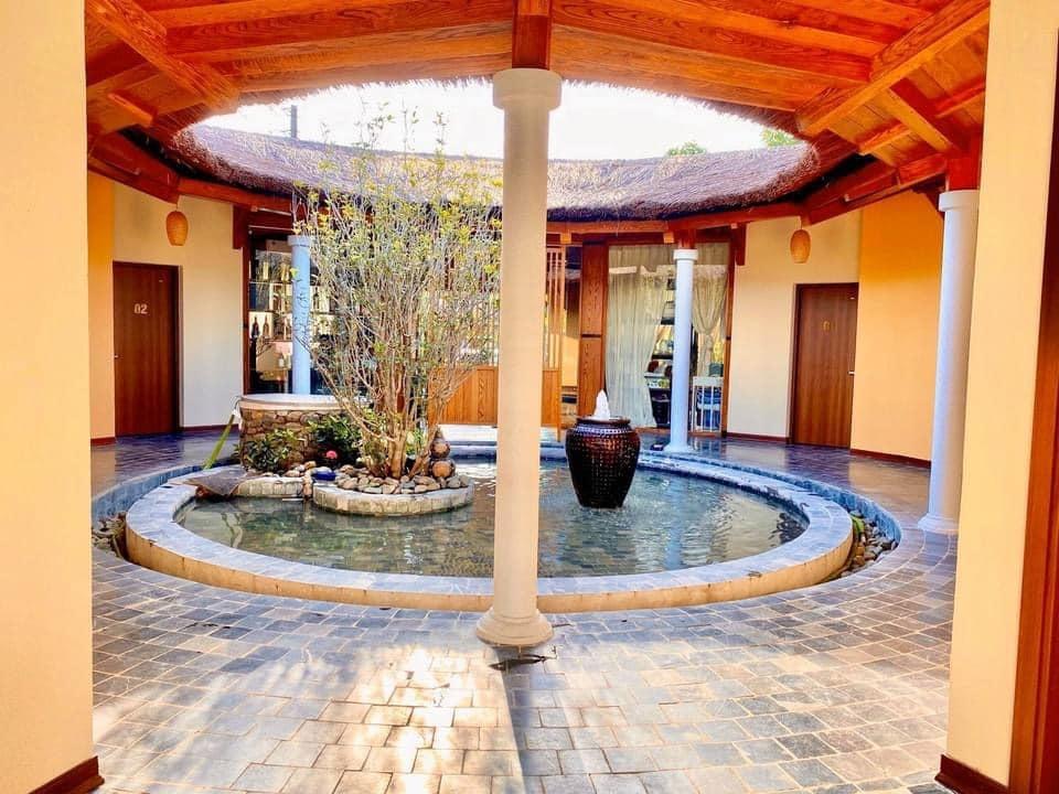 Vợ chồng Hà Nội về ngoại ô xây nhà mái lá, có đủ bể bơi xanh mát-15