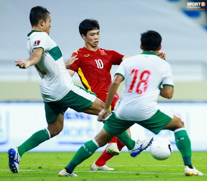 Công Phượng nổi giận vì bị đá xấu, cố kiềm chế không đánh cầu thủ Indonesia-7