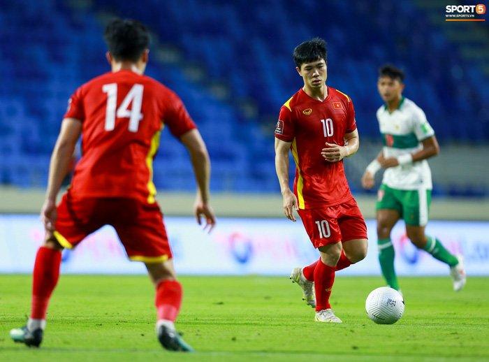 Công Phượng nổi giận vì bị đá xấu, cố kiềm chế không đánh cầu thủ Indonesia-10