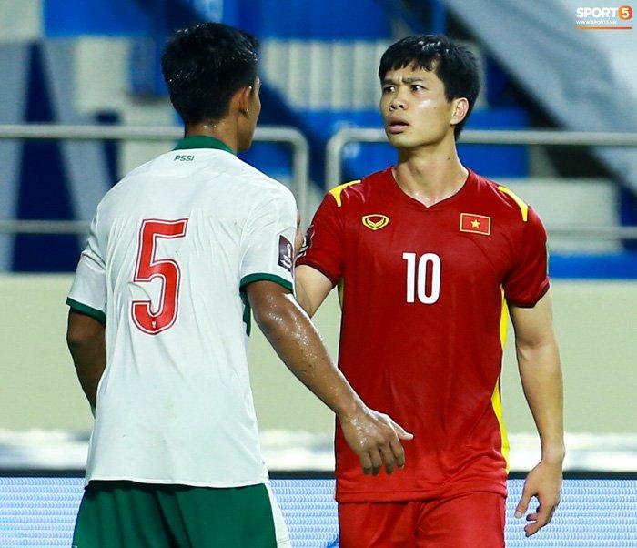 Công Phượng nổi giận vì bị đá xấu, cố kiềm chế không đánh cầu thủ Indonesia-2