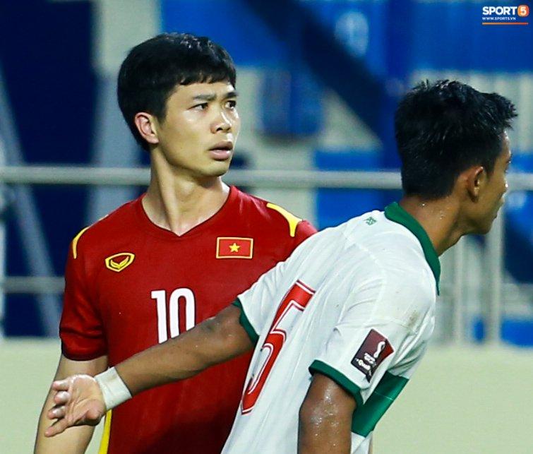 Công Phượng nổi giận vì bị đá xấu, cố kiềm chế không đánh cầu thủ Indonesia-4