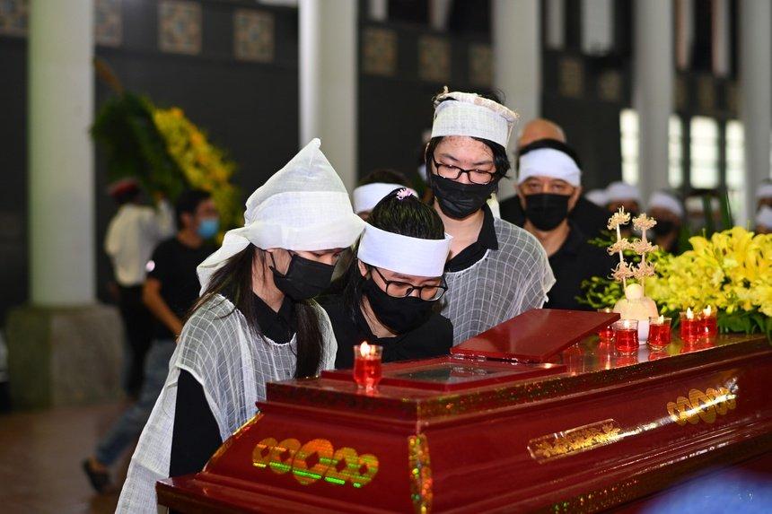 Em trai Hoa hậu Thu Thủy: Chị an tâm ra đi, em sẽ chăm sóc hai cháu-2