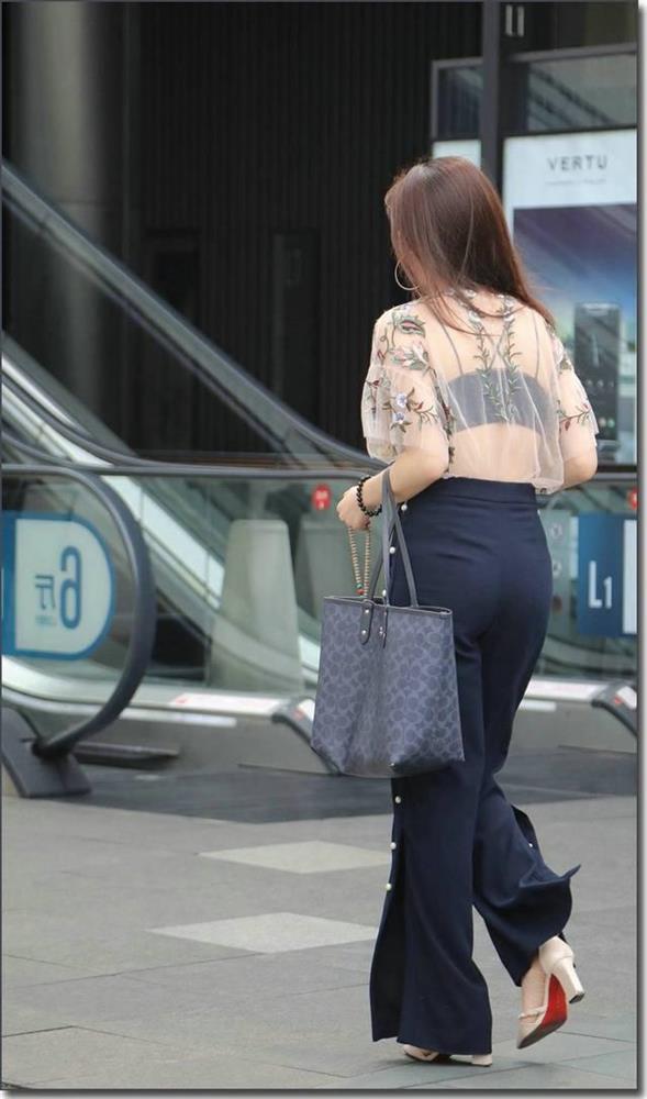 Dù đẹp đến mấy cũng xin các chị em đừng mặc kiểu áo này đi làm!-3