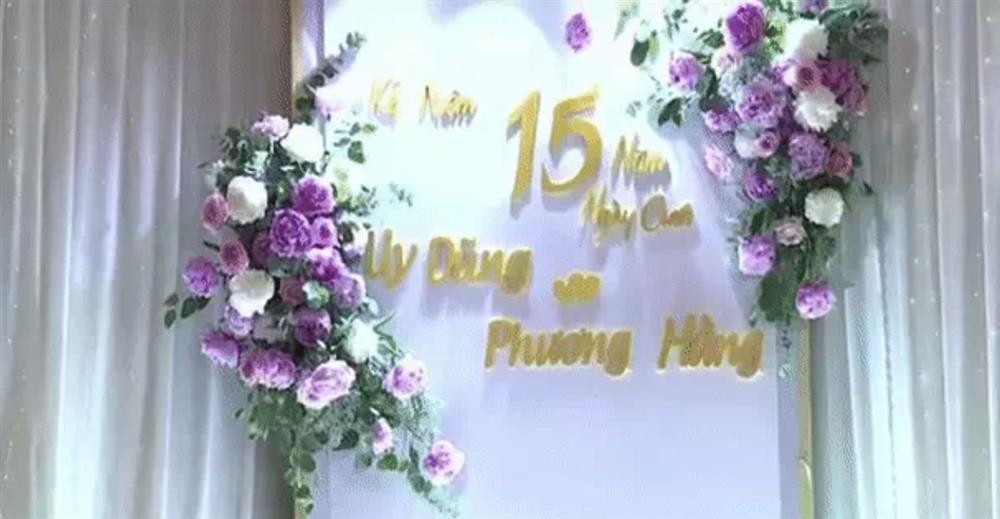 Bà Phương Hằng trang điểm như cô dâu, thiết kế quanh nhà như tiệc cưới bằng hoa tươi để kỷ niệm 15 năm ngày cưới-5