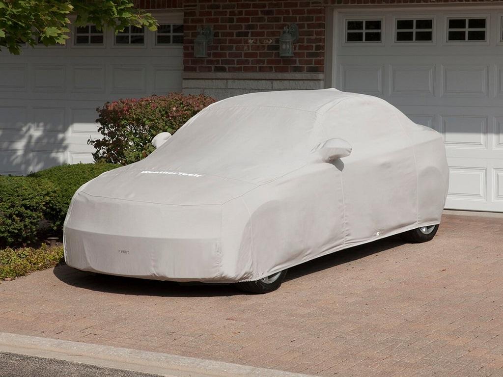 Có nên mua bạt phủ lên ô tô để tránh mưa nắng?-1