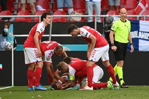 Tiền vệ Eriksen của Đan Mạch đột ngột bất tỉnh ngay trên sân bóng EURO 2020: Bác sĩ khuyến cáo những tai biến nguy hiểm khi tập thể dục, chơi thể thao-1