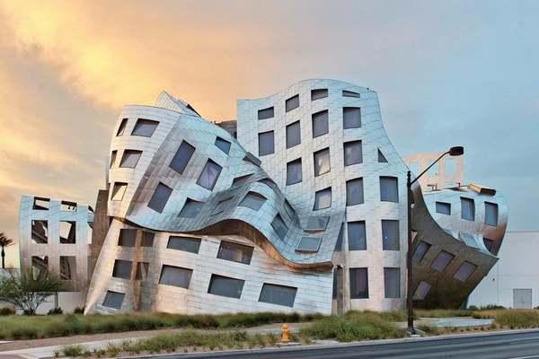 Tòa nhà sở hữu kiến trúc siêu thực, méo mó kỳ dị như… bộ não