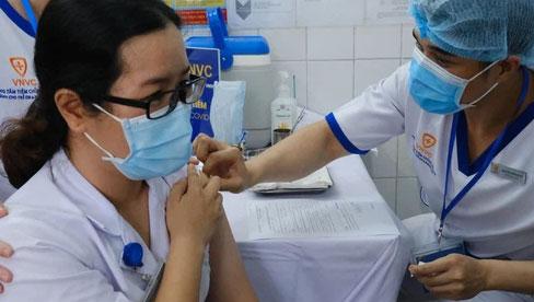 Tiêm vắc-xin có chắc chắn miễn nhiễm COVID-19? Tiêm đủ 2 liều vắc-xin được bảo vệ như thế nào?