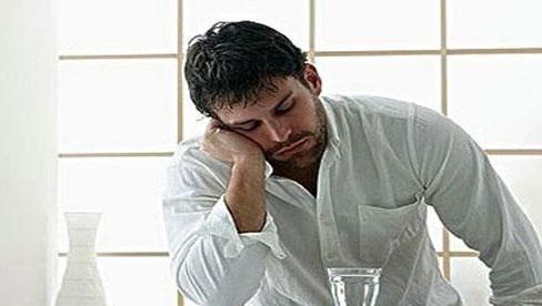 Muốn khỏe mạnh chuyện phòng the, thay vì cố ăn để bồi bổ, nam giới nên bỏ ngay 4 thói quen xấu sau