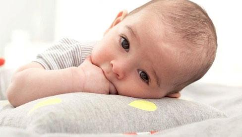 Thực hư chuyện cắt tóc máu cho trẻ sơ sinh và khi nào nên cắt tóc cho trẻ?