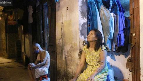 Nóng bủa vây cả đêm ở xóm chạy thận Hà Nội: