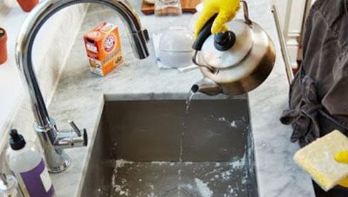 Cách làm sạch và khử trùng bồn rửa bát