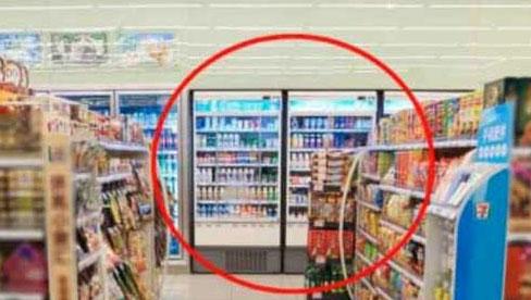 Tủ lạnh trong siêu thị tưởng đặt bừa, biết nguyên nhân ai cũng thán phục người quản lý