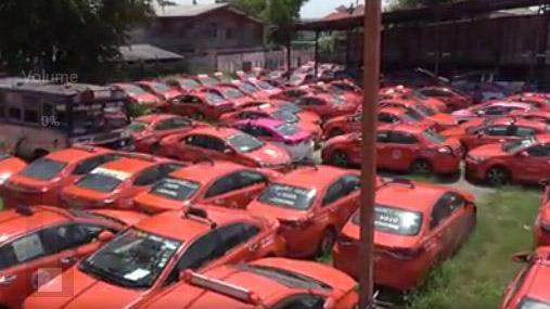 Hàng nghìn chiếc taxi rỉ sét trong bãi đỗ do ảnh hưởng dịch Covid-19