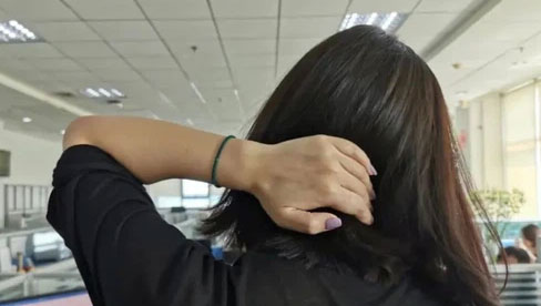 Thói quen xoay, vặn cổ khi bị đau mỏi có gây hại sức khỏe? Đây là câu trả lời của chuyên gia
