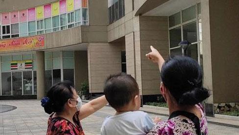 Vụ cháu bé rơi từ tầng 11 chung cư tử vong ở Hà Nội: Gia đình mới chuyển tới khoảng 1 tuần, khi xảy ra vụ việc không ai hay biết