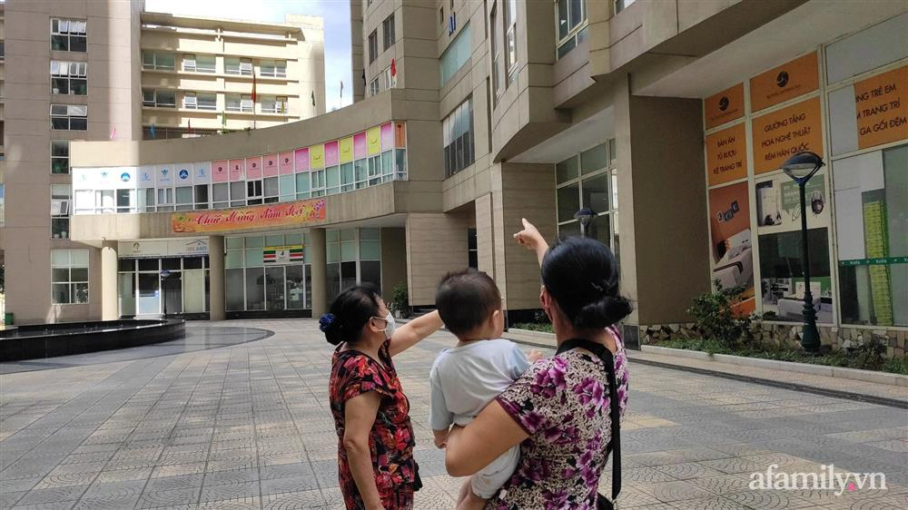 Vụ cháu bé rơi từ tầng 11 chung cư tử vong ở Hà Nội: Gia đình mới chuyển tới khoảng 1 tuần, khi xảy ra vụ việc không ai hay biết-2