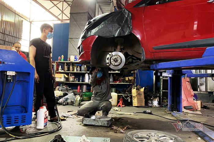 Giảm xóc ô tô bị hỏng, nên thay một chiếc hay cả đôi?-1
