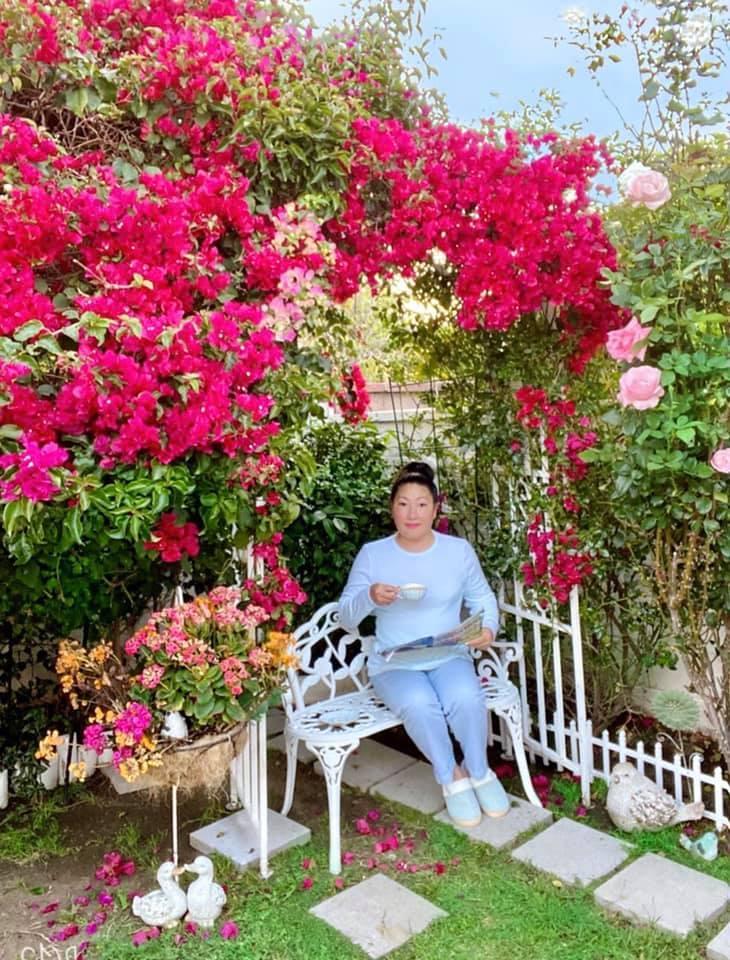 Người phụ nữ Việt gom hàng trăm loài hoa vào nhà vườn 600m2 trên đất Mỹ-5