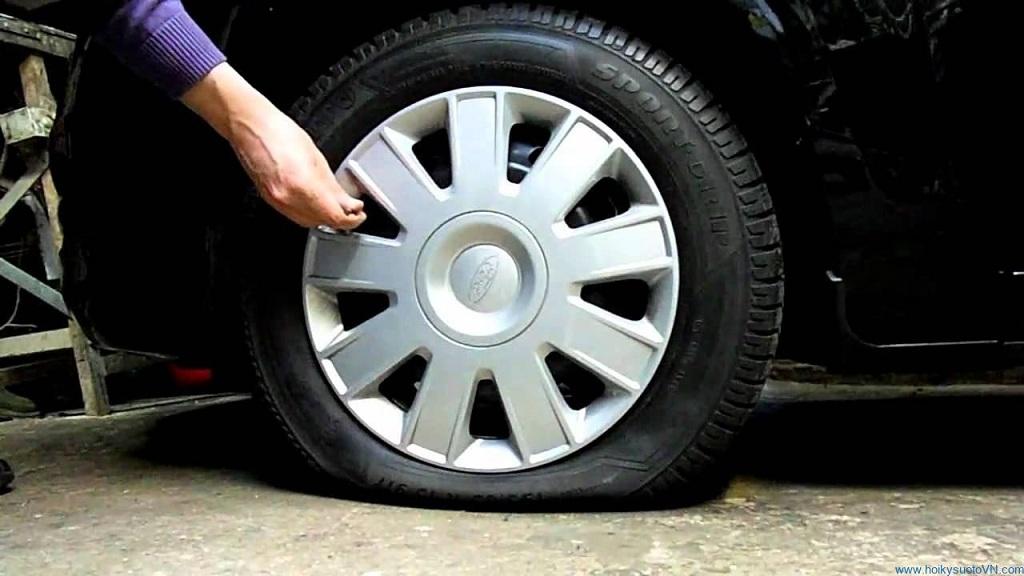 Nguyên nhân khiến lốp ô tô bị nổ khi đi trên cao tốc