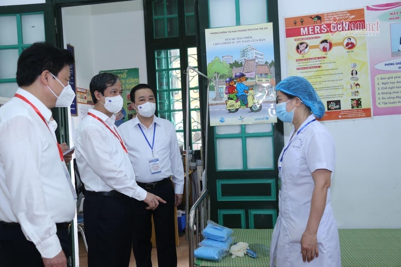 Bộ trưởng Nguyễn Kim Sơn chúc sĩ tử bình tĩnh, làm bài tốt-2