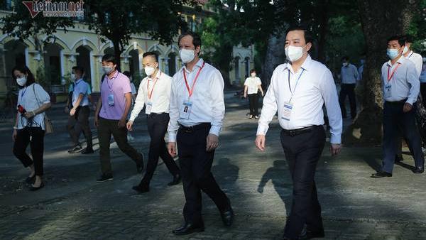 Bộ trưởng Nguyễn Kim Sơn chúc sĩ tử bình tĩnh, làm bài tốt