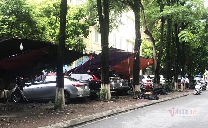 Hà Nội: Loạt ô tô bẹp đầu vì bất ngờ bị tường rào đổ trúng-2
