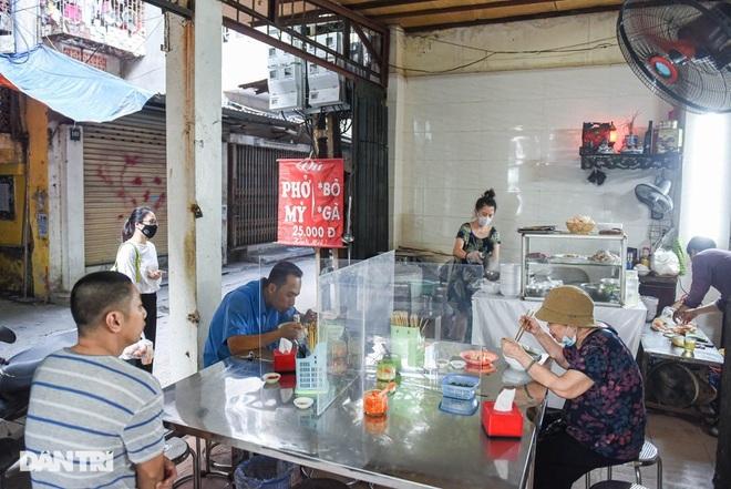 Quán phở mậu dịch hiếm hoi còn lại ở Hà Nội, ngày bán 2 tiếng đã hết hàng-1