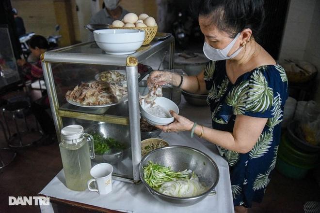 Quán phở mậu dịch hiếm hoi còn lại ở Hà Nội, ngày bán 2 tiếng đã hết hàng-6