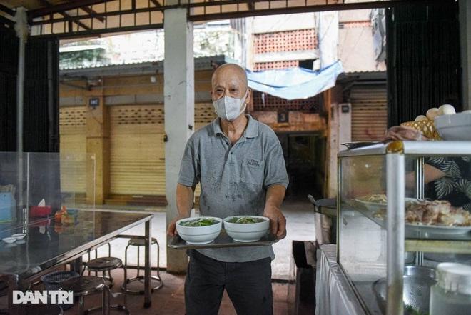 Quán phở mậu dịch hiếm hoi còn lại ở Hà Nội, ngày bán 2 tiếng đã hết hàng-8